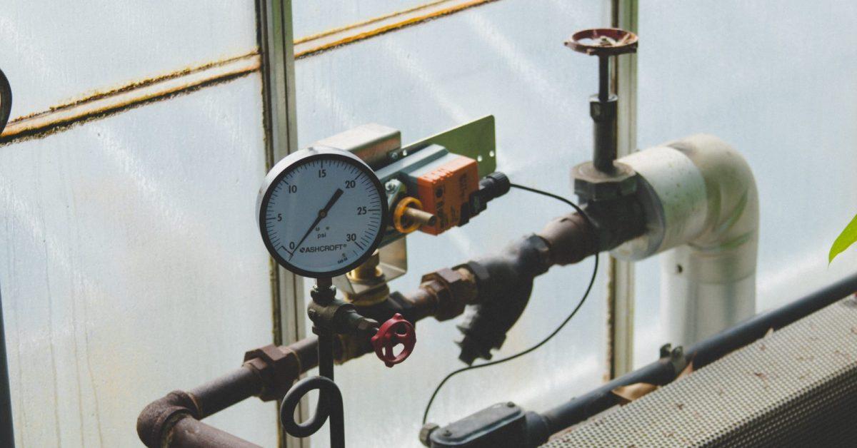 black and brown gauge manifold