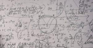 Milyen ponttranszformációt nevezünk eltolásnak? Sorolja fel az eltolás tulajdonságait!
