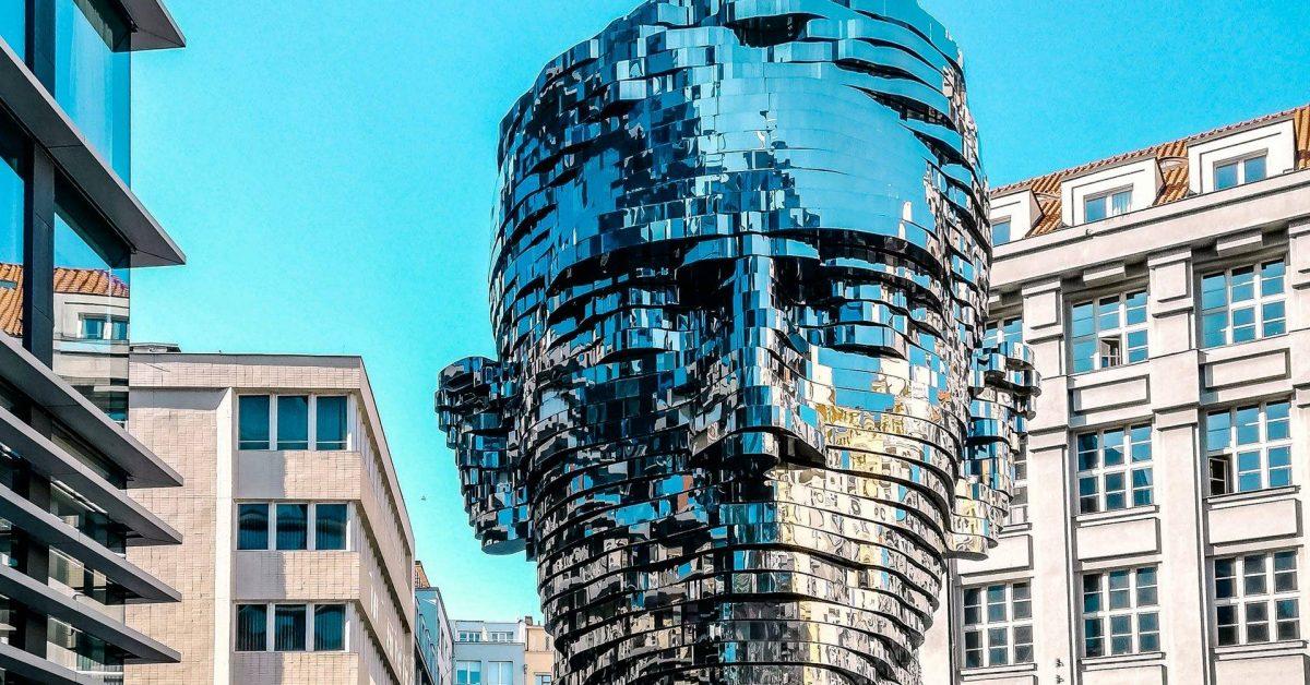 Kafka szobor, Prága